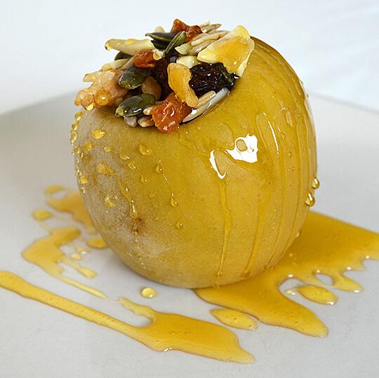 Receta de Manzana asada rellena con variado de frutos secos